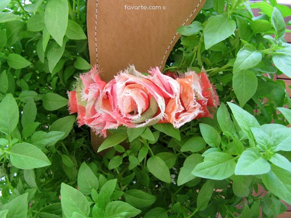09a1bb1976f Δερμάτινα χειροποίητα σανδάλια με ραμμένα υφασμάτινα λουλούδια ( και σε  λαχανι-κιτρινο)